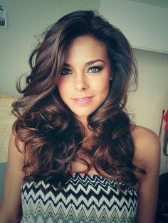 Love her make up and eye brow shape