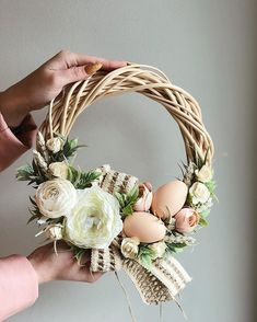 Best Picture For DIY Wreath easter For Your Taste You are looking for something, and it is going to tell you exactly what you are looking for, and you didn't find that picture. Thanksgiving Wreaths, Easter Wreaths, Diy Wreath, Grapevine Wreath, Easter Tree Decorations, Table Decorations, Summer Wreath, How To Make Wreaths, Easter Crafts
