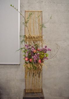 Ikebana Flower Arrangement, Floral Arrangements, Art Floral, Floral Design, New Years Decorations, Abstract Flowers, Diy Garden Decor, Flower Designs, Flower Art