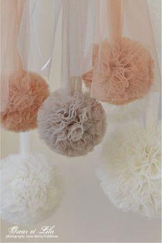 Oscar and Lila: A new story . Tulle Pompoms, Fabric Chandelier, Wedding Pom Poms, Paper Pom Poms, Tissue Paper, Paper Flower Backdrop, Tulle Backdrop, Baby Shower, Boho Diy