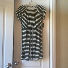 Old Navy Dress. New with tags!!! Green and white striped dress Old Navy Dresses Midi