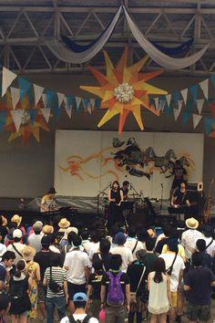 ライブ終わりました! 土岐さんは、BOYフロム世田谷とおてもやんを歌いました! 1枚目は本番直前。