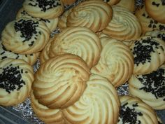 Chef Tess Bakeresse: Evil Italian Butter Cookies (my quest to find the delicious bakery cookies begins) Italian Christmas Cookie Recipes, Italian Cookie Recipes, Holiday Cookie Recipes, Italian Desserts, Christmas Recipes, Holiday Cookies, Holiday Baking, Italian Bakery, Italian Pastries