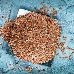 Leinsamen sind so gesund und das perfekte Superfood – vielleicht sogar besser als Chia-Samen oder Goji-Beeren. Die Heilwirkung und Nährstoffbilanz der heimischen Samen kann sich sehen lassen!