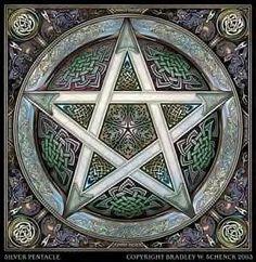 El pentagrama o estrella de cinco puntas es un antiguo símbolo del Paganismo (al igual que el pentáculo, que es una estrella de cinco puntas dentro de un círculo). Su historia es prob…