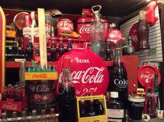 Coca Cola Life, Coca Cola Decor, Man Caves, Vintage Stuff, Coke, Energy Drinks, Fudge, Whiskey Bottle, Good Food