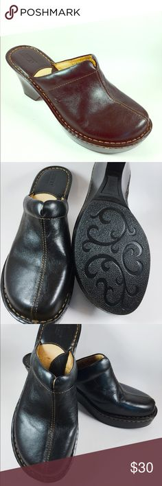 Authentic Born brand clogs in excellent condition Stylish and comfortable are these black leather clogs by Born in SIZE 9 but could fit 8 1/2 as well. Shoes Mules & Clogs