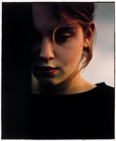 Bill Henson - photographer Chiaroscuro in documentary photography Color Photography, Portrait Photography, Famous Photographers, Chiaroscuro, Paris Photos, Girl Face, Art Pictures, Adorable Pictures, Art Gallery