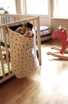 Tutorial: Playpen toy storage bag  This would also make a great hanging laundry bag