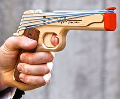Model 1911 Rubber Band Gun | DudeIWantThat.com