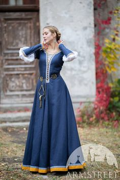 Narnia, Medieval Pattern, Dress Stand, Medieval Costume, Fantasy Dress, Fantasy Costumes, Medieval Clothing, Elegant, Dresses With Sleeves