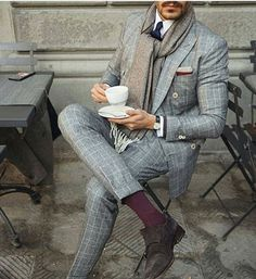 Discover a throwback to a more dapper time with the top 70 best grey suit styles for men. Explore cool stylish combinations from dress shirts to ties. Mens Fashion Blog, Mens Fashion Suits, Look Fashion, Mens Suits, Male Fashion, Fashion Ideas, Fashion 2017, Dapper Suits, Dapper Man