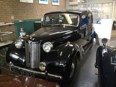 De Austin van onze Grootvader Piet Wijnen waar hij voor de oorlog jaren in reed, zonder rijbewijs uiteraard.