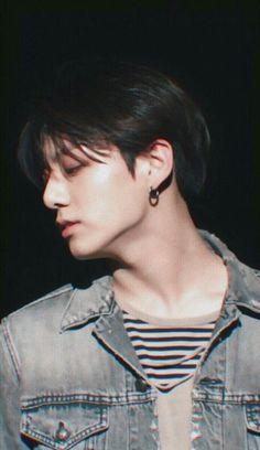 """Taehyung be careful "" Jackson. ""What the hell is that . ""Run Taehyung runnnnn . ------ ""Please don't eat me , "" Taehyung . Kookie Bts, Jungkook Oppa, Foto Jungkook, Foto Bts, Bts Bangtan Boy, Taehyung, Namjoon, Seokjin, Jung Kook"