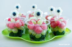 Watermelon flower fruit cups: One Crafty Thing Cute Food, Good Food, Yummy Food, Watermelon Flower, Watermelon Ideas, Lunch Saludable, Fruit Cups, Fun Fruit, Fruit Ideas