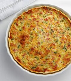 The tastes of asparagus and bacon complement each other beautifully in this really quite easy quiche. Combine the ingredients, bake for 40 minutes, and you have a delicious weeknight dinner. Spinach Strata Recipe, Strata Recipes, Quiche Recipes, Brunch Recipes, Omelette Recipe, Quiches, Broccoli Quiche, Bacon Quiche, Tuna Quiche