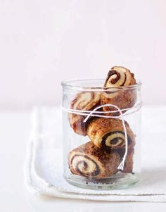 This cream cheese rugelach recipe calls for sour cream for a tender dough and a rich raisin filling. Easy and perfect cookies Hanukkah cookies. Chocolate Chip Shortbread Cookies, Toffee Cookies, Chocolate Marshmallows, Spice Cookies, Yummy Cookies, Rugelach Cookies, Rugelach Recipe, Salted Caramel Mocha, Butterscotch Chips