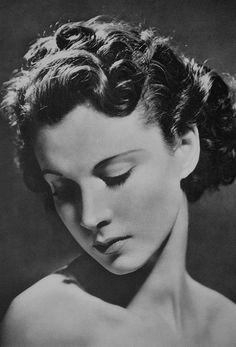 Vivien Leigh by John Everard, 1935 Deborah Kerr, Hollywood Glamour, Golden Age Of Hollywood, Hollywood Stars, Classic Hollywood, British Actresses, Classic Actresses, Beautiful Actresses, Divas