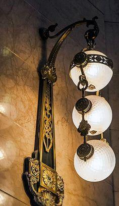 The Fatal Gift of Beauty - livia-bruch: Farolas de Buenos Aires, Argentinië, Lamp Light, Light Up, Art Nouveau Arquitectura, Lampe Art Deco, Art Deco Lighting, Art Nouveau Design, Antique Lamps, Street Lamp, Art Furniture