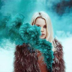 Яркое и оригинальное фото с цветным дымом.dym102.ru