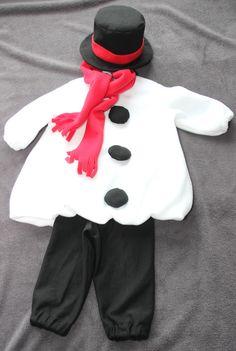 Bei diesem schönen, handgefertigten Faschingskostüm handelt es sich um einen süßen Schneemann, bestehend aus vier Einzelteilen (Oberteil, Hose, Zylinder und Schal).   Das **Oberteil** ist aus...