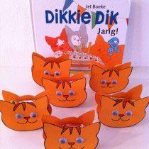Traktatie - Voor de jongeren kindjes is Dikke Dik geweldig. Je kunt ook echt alles tussen Dikke Dik plakken, een doosje rozijntjes, een doosje smarties of een zakje chips.