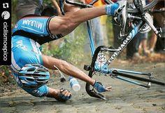 #Repost @ciclismoepico with @repostapp  Hoy se disputa la Gent - Wevelgem #cobblestone  Datos: Carrera muy accidentada cómo este de Fabio Sachi en 2007. Para esta edición incorpora el tramo de pavé clasificado como el de más dureza de toda Bélgica. El Kemmel por su parte dura no se ha subido en más de 30 años. Una participación de lujo para esta edición. #ciclismoepico #baaw #bici #ciclismo #ciclista #cycling #cyclingpics #fromwhereiride #igerscycling #lightbro #outsideisfree #peloton…