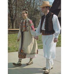 Romanati, Oltenia (Wallachia) Folk Costume, Costumes, Medieval Clothing, Folk Clothing, Costume Design, Ukraine, Kimono Top, Sari, Bohemian