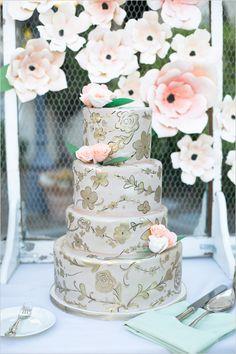 #goldcake #weddingcake @weddingchicks