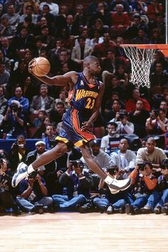 The Most Epic NBA Dunk Contest Photos Ever Taken: Jason Richardson, Golden State Warriors Basketball Jones, Girls Basketball Shoes, Basketball Leagues, Basketball Pictures, Basketball Legends, Sports Pictures, College Basketball, Basketball Floor, Girls Softball