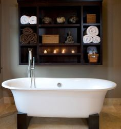 I am in love with the simplicity of this bath... I could soak for a long time in this tub!