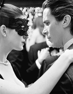 Christian Bale playing Bruce Wayne/Batman and Anne Hathaway playing Selena Kyle/Catwoman in The Dark Knight Rises. Batman Christian Bale, The Dark Knight Trilogy, The Dark Knight Rises, Batman The Dark Knight, Dc Movies, Great Movies, Movie Tv, Films, Gotham