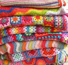 crocheted blankets Giant, Giant Granny Square Blanket - Knitting Crochet Sewing Crafts Patterns and Ideas! - the purl bee crochet blankets C. Crochet Crafts, Yarn Crafts, Crochet Projects, Sewing Projects, Crochet Blogs, Diy Projects, Knitting Projects, Diy Crafts, Love Crochet