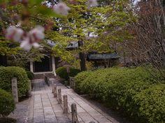 広隆寺 1 Blog Entry, Sidewalk, Japan, Side Walkway, Walkway, Japanese, Walkways, Pavement