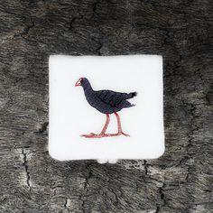 Eco - Monedero BORDADO con #ilustacion de nuestra colección #Animales #Calamon o #Porphyrio porphyrio / Monedero #Biodegradable de #hiloXhilo en ---> www.hiloxhilo.com