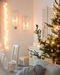 Viime päivien tunnelmat kuvissa, jouluaaton jälkeen olemme laiskotelleet oikein urakalla. Niin ihana kuin se aika ennen itse joulua on ja itse jouluaatto myös niin rehellisesti sanottuna nautin myös aivan suunnattomasti juuri näistä päivistä joulun jälkeen. Ei ole kiire mihinkään ja jääkaapissa on ruokaa valmiina, sen kuin vain lämmittää ja nostaa esille.