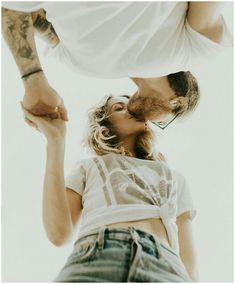 Brilliant ideas for poses for pre wedding photos, from India Earl Photography co . - Young Lady Fashion - Brilliant ideas for poses for pre wedding photos, from India Earl Photography co … – - Shooting Couple, Shooting Photo, Couple Posing, Couple Shoot, Couple Ideas, Couple Goals, Couple Portraits, Wedding Couple Pictures, Engagement Pictures