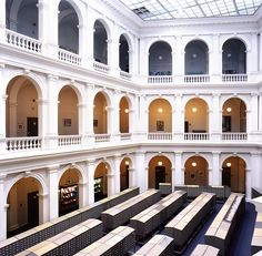 Candida Hofer, Universitätsbibliothek Hamburg I, 2000