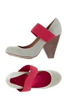 Venda BCBGMaxAzria / 8256 / Calçado / Sapatos de Salto Trendy / Sapatos de Salto Nikki Linho e Framboesa. De 225€ por 45€.