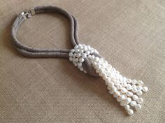 FALLSNECKLACE PEARLS.                         www.isabelle.es