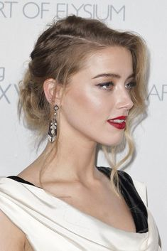 """Pin for Later: Celebrities Brought Their Beauty Best to These Golden Globes Parties Amber Heard Amber found the perfect balance between formal and casual with her """"bronde"""" bun at the Art of Elysium Heaven Gala. High Bun Hairstyles, Short Hair Updo, Celebrity Hairstyles, Wedding Hairstyles, Cool Hairstyles, Short Hair Styles, Natural Hair Styles, Red Carpet Hairstyles, Loose Updo"""