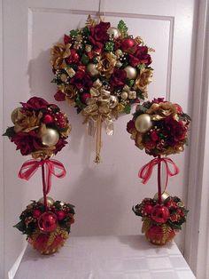 Articoli simili a Christmas Merriment Wreath/Holiday Door Decor/Holiday Topiary Centerpiece, Set Of 3 su Etsy
