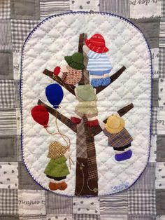 Sunbonnet Sue baby quilt by EL MEU REBOST (Spain).  Nueva colcha de bebe. Design inspiration: Reiko Kato.
