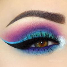 11 eyeshadow artworks that will blow you away OMG, let& start with this quaint look, reminiscent of an underwater world. Makeup Eye Looks, Beautiful Eye Makeup, Eye Makeup Art, Cute Makeup, Pretty Makeup, Skin Makeup, Eyeshadow Makeup, Eyeliner, Fairy Makeup
