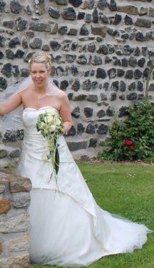 ♥ Wunderschönes hochwertiges Brautkleid + Zubehör ♥  Ansehen: http://www.brautboerse.de/brautkleid-verkaufen/wunderschoenes-hochwertiges-brautkleid-zubehoer/   #Brautkleider #Hochzeit #Wedding