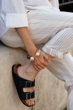 Pantalones 'Carim', de Vanesa Lorenzo; camisa, de Hermès; sandalias, de Birkenstock.