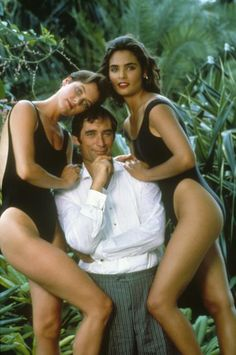 Timothy Dalton as James Bond with Talisa Soto as Lupe Lamora and Carey Lowell as Pam Bovier in Licence to Kill