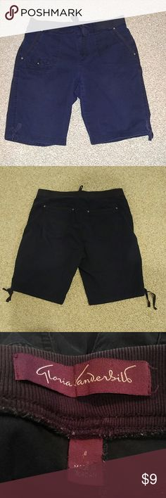 Gloria Vanderbilt Navy Bermuda Shorts Gloria Vanderbilt Navy Bermuda shorts size 8 elastic waistband pockets and ties at the waist and bottom of shorts. Easy cleaning and comfortable to wear. Gloria Vanderbilt Shorts Bermudas