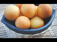 Recipe For Colombian Buñuelos - How To Make Colombian Cheese Fritters - . Typical Colombian Food, Colombian Dishes, Colombian Recipes, Colombian Bakery, Colombian Bunuelos Recipe, Venezuelan Food, Spanish Dishes, Latin Food, Gastronomia