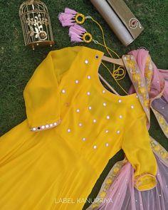 Pakistani Dresses Casual, Indian Gowns Dresses, Indian Outfits, Dress Indian Style, Stylish Dresses For Girls, Stylish Dress Designs, Stylish Girls Photos, Fancy Kurti, Kurti Designs Party Wear